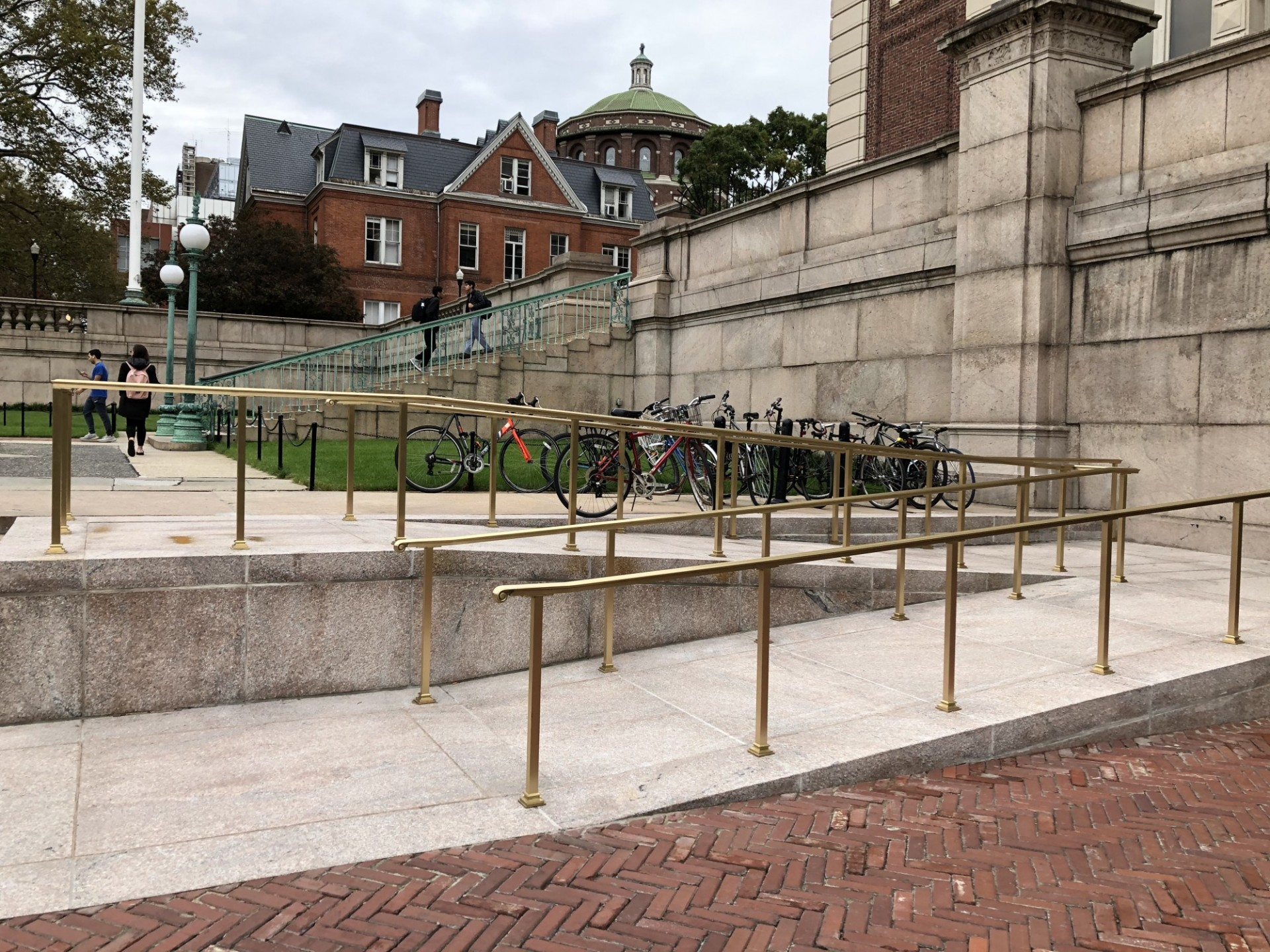 A new ramp connecting College Walk and Low Plaza was installed next to Kent Hall.