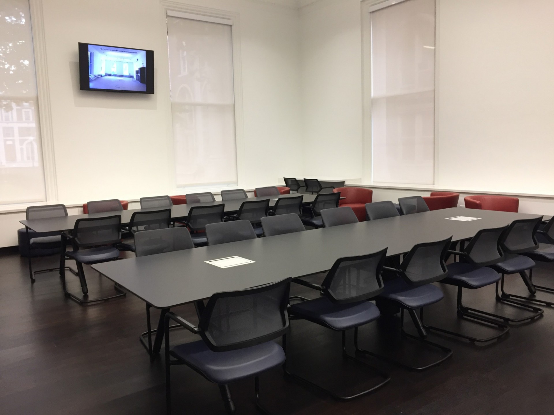 Lewisohn Hall: Renovated the General Studies Student Lounge, including new paint, millwork, and furniture.