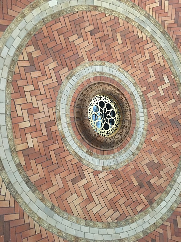A close up photo of the Guastavino tiles on the interior dome with the occulus in the center.
